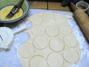 cut out rounds 300x225 Date filled Pastries