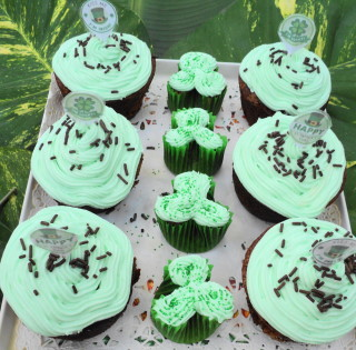 finished st pats cupcakes St. Patricks Day Cupcakes